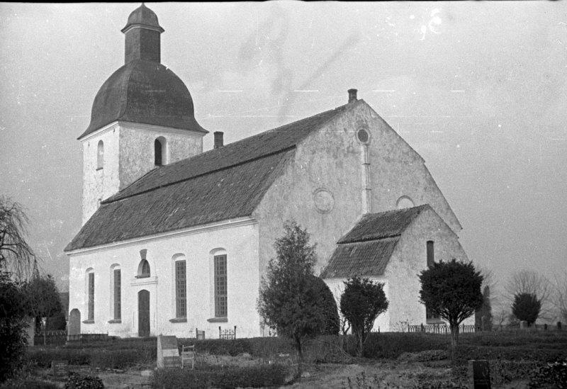 Mjällby kyrka